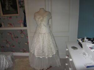 Vintage ballerina wedding dress in cream. Lace/satin 10 top 12 skirt