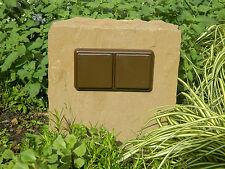 Doppelte Gartensteckdose in Sandsteinblock, Naturstein, Außensteckdose,