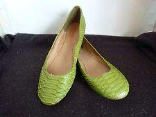BONBONS HAPPY GREEN SNAKE LIKE FLAT HEEL LADIES LEATHER LINING SHOES SIZE 8.5