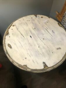 2 foot round by 30 inch table