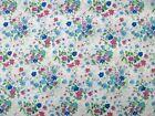 Coupon tissu Imprimé Fleurs Bleues et Roses sur fond Blanc 60x40cm