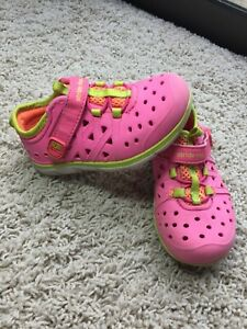 Stride Rite Toddler 7 PINK Phibian Water Shoes Closed Toed Waterproof Swim