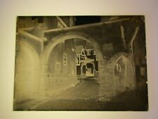 Riquewihr. cour des Evêques de Strasbourg.plaque de verre négatif photo ancienne