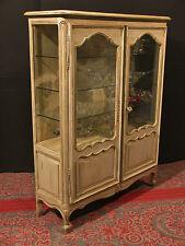 ancienne vitrine - argentier style Louis XV  en bois patiné