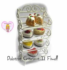 Miniature in scala - Mobiletto in ferro shabby - scala 1:12 con cheesecake torta