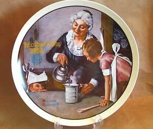 """THE COOKING LESSON Norman Rockwell Mother's Day PLATE 1982 8.5"""" Knowles FREE SH"""