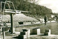 RaritätKind am Sprungbrett Schwimmbad Tribüne Ebersbach Fils sw 17.8.1960