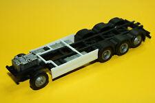 Herpa 084703  Fahrgestell Volvo 4-achs LKW mit Chassisverkleidung Neu 1 Stück