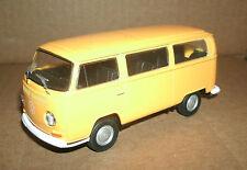 1/40 Volkswagen T2 Transporter Van Diecast Model - 1972 VW Minibus - Welly 42347