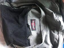 sac eastpak gris foncé l'état du sac est bon un ou deux défaut
