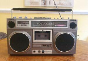 Vintage HITACHI TRK-8020EW Boombox Ghetto Blaster Radio Cassette Recorder WORKS