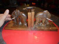 Ancien SERRE LIVRE Bois Sculpté Art Populaire Aux Eléphant s Défenses refaites