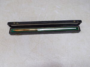 MABIE TODD & CO. MAKERS DIP PEN IN ORIGINAL CASE,  FINE POINT NUMBER 4 NIB