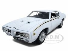1969 PONTIAC GTO JUDGE WHITE 1/24 DIECAST CAR MODEL BY WELLY 22501