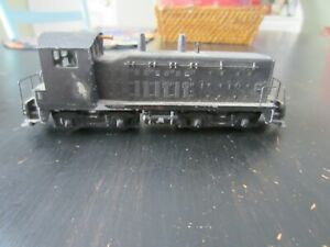 h o trains: A very nice running all cast all wheel drive yard diesel with KD cou