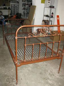 Antik 2x Einzelbett Messing Vintage Retro über 100 Jahre alt mit Federn
