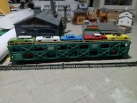 HO SCALE BACHMANN  PENN CENTRAL TRANPORT FREIGHT CAR WITH 12 VEHICLES