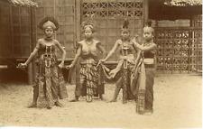 Indonésie, Java, danseuses Javanaises, costumes traditionnels   Vintage albumen