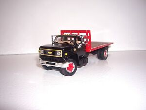 DCP FIRST GEAR 1/64 BLACK CAB WITH BULKHEAD CHEVY C65 SINGLE AXLE FLATBED TRUCK