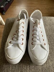 White Converse Women's Sneakers In Great Condition Size 7