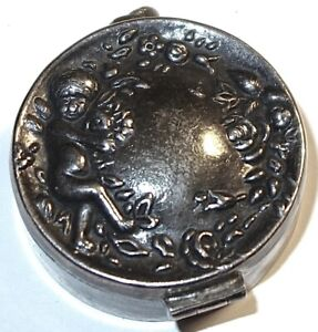 ANTIQUE/VINTAGE THAILAND Repousse STERLING SILVER PILL BOX w/BALE~LOT #23! NR!