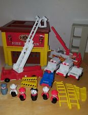 Fisher Price Little People Play Family Fire House Station #928 + extras vintage