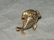 VINTAGE 80'S DARKENED TEXTURED GOLD TONE SMILING FISH TAC PIN