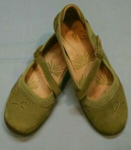 Ahnu Women's Gracie green leather Mary Jane Flats Size US 7.5 EU 38.5 AF2362GEY