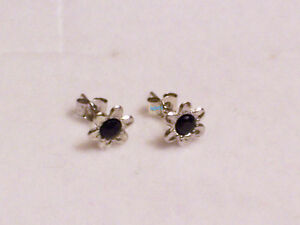New Boxed 9ct 9Carat White Gold Flower Sapphire Studs Earrings 7mm Hallmarked