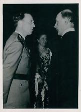 Roi Léopold III de Belgique avec Sir Lancelot Oliphant, ambassadeur de GB à Brux