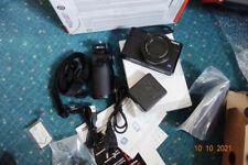 Sony Cyber Shot DSC-RX100 III G Digitalkamera Kit Inklusive VCT-SGR1...