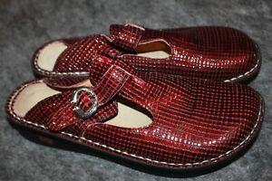Alegria Comfort Shoes 10.5-11  US / 41 Clogs Brilliant Burgundy Patent Leather