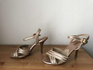 Michael Kors Rose gold leather Sandals shoes sz 8M