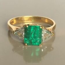 18K Yellow Gold Triangle Diamond Colombian Emerald Lady's Ring