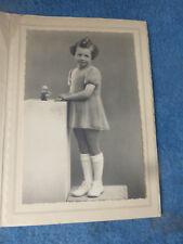 ancienne photographie enfant portrait petite fille tenue vintage french antique