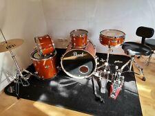Schlagzeugset, Kessel, Becken, Drum-Teppich, Ständer, und Drum-Taschen