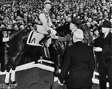 1938 SEABISCUIT IN THE WINNERS CIRCLE 8X10 PHOTO