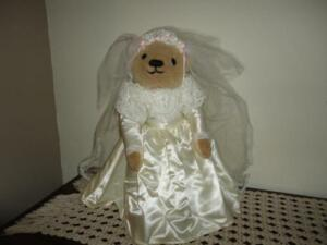 Franklin Mint Edwina Wedding Bride Bridal Bear Satin Lace Gown 18in. Garter Ring
