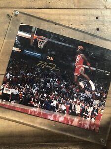 Michael Jordan Gatorade Slam Dunk Photo Gold Autograph Framed