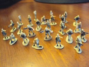 Lot of 25 Galoob Micro Machines TAN military figures (for Gamers?)
