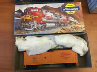 HO SCALE TRAIN FREIGHT CAR MODEL IN BOX ATHEARN LIBBY'S