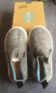 Toms Toddlers Slip-on Shoes Size 5