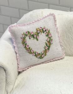 Hand-painted PILLOW Heart Shaped Rosebud Wreath 1:12 Dollhouse Miniature