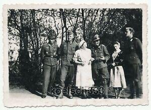 Foto Soldaten der Wehrmacht mit Nahkampfspange EK I Inf. Sturmabzeichen DKiG !!!