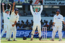 Inglaterra mano firmado James Foster 6x4 Foto Cricket 2.
