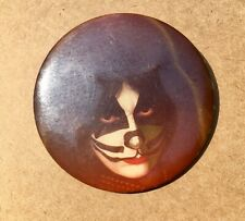 "KISS PETER CRISS"" RARE PIN BUTTON AUCOIN 1978"