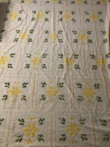 Vtg IVORY/YELLOW/GREEN 90 x 99 Chenille Bedspread w/Fringe Cotton Floral Pattern
