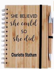 Cuaderno de bambú grabado de Madera + Pluma ella creía que podía Regalo Personalizado