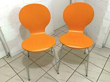 Zwei orange Küchenstühle, Sitzfläche Holz, Beine Metall, wenig benutzt.