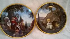 Beautiful set of two Precious Moments plates from the Crucifixion Series Collect
